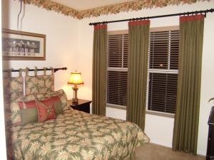 GUEST BED, LONGLEAF, FL