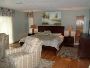 MASTER BED, TARPON SPRINGS , FL